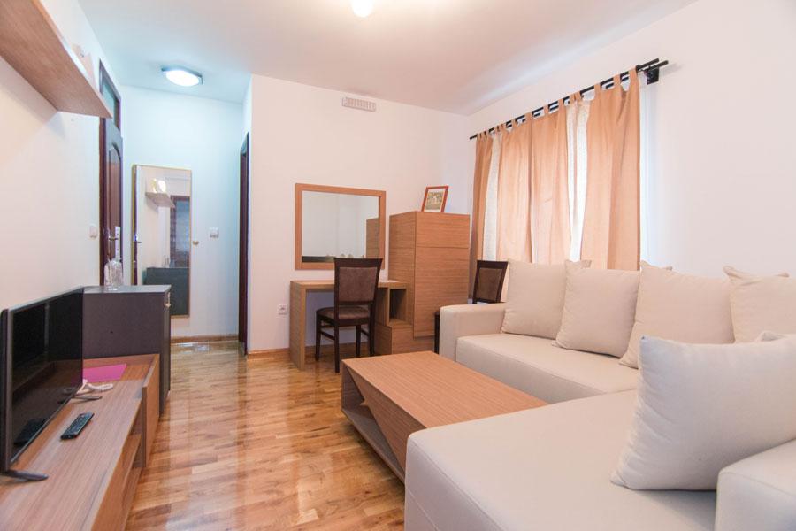 http://hotelturist.rs/hotel/wp-content/uploads/2014/11/hotel-turist-bajina-basta-1.jpg