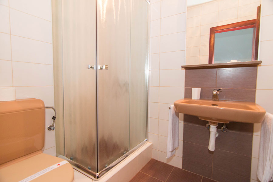 http://hotelturist.rs/hotel/wp-content/uploads/2014/11/hotel-turist-sobe-bajina-basta-8.jpg