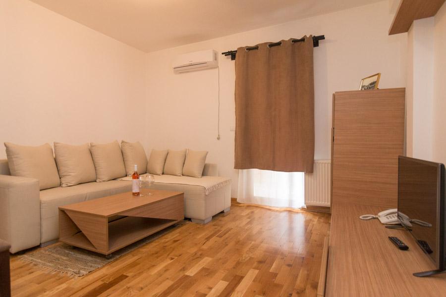 http://hotelturist.rs/hotel/wp-content/uploads/2019/02/hotel-turist-bajina-basta-smestaj-apartman-2.jpg