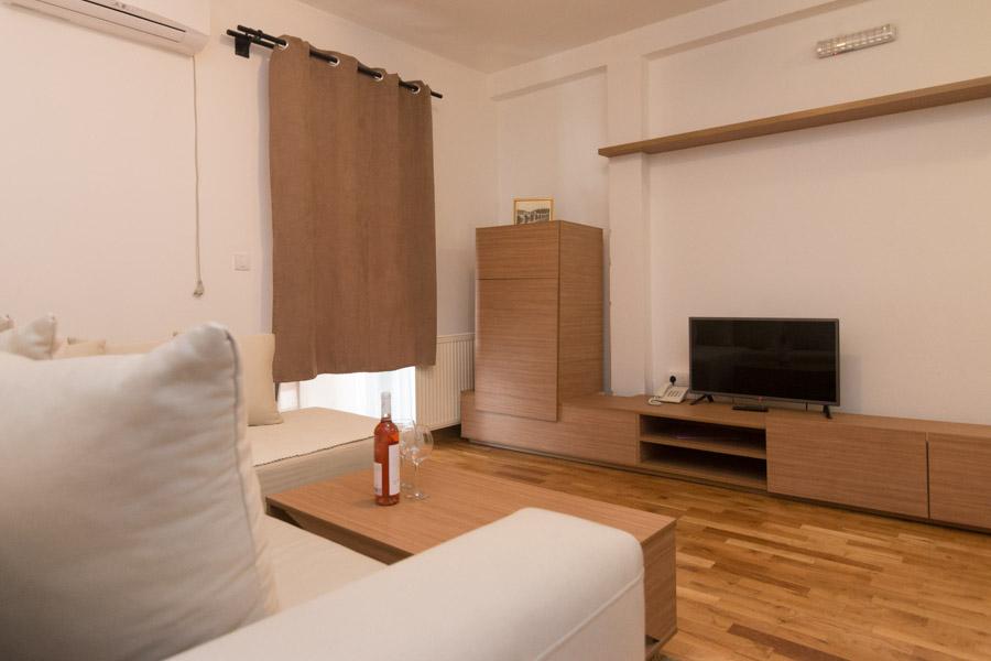 http://hotelturist.rs/hotel/wp-content/uploads/2019/02/hotel-turist-bajina-basta-smestaj-apartman-3.jpg