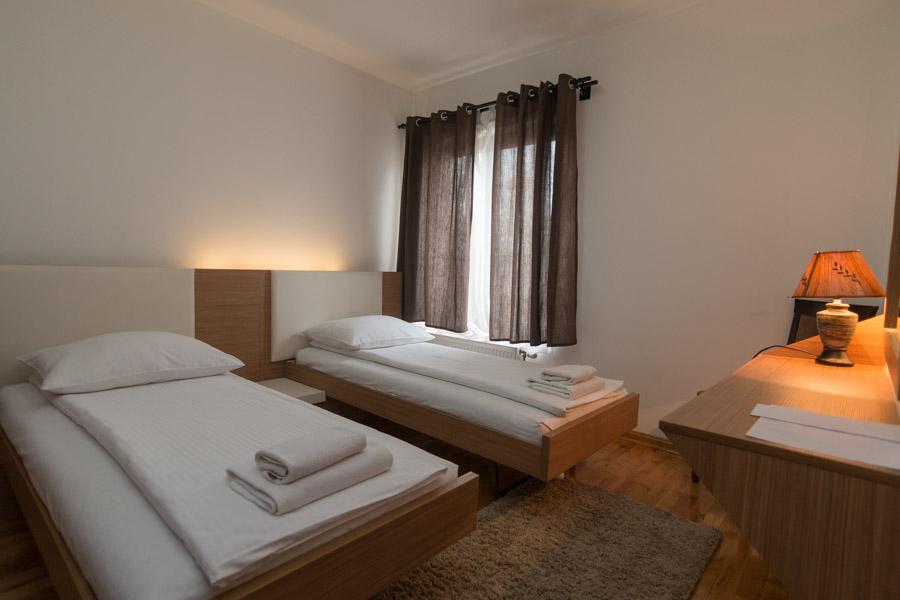 http://hotelturist.rs/hotel/wp-content/uploads/2019/02/hotel-turist-bajina-basta-smestaj-apartman-4.jpg