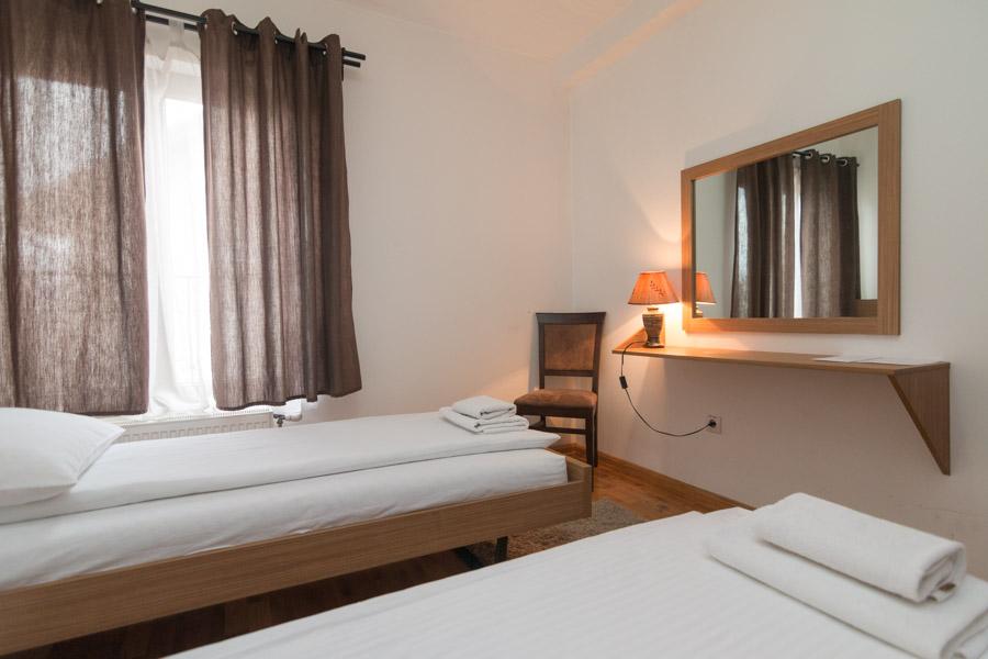 http://hotelturist.rs/hotel/wp-content/uploads/2019/02/hotel-turist-bajina-basta-smestaj-apartman-6.jpg